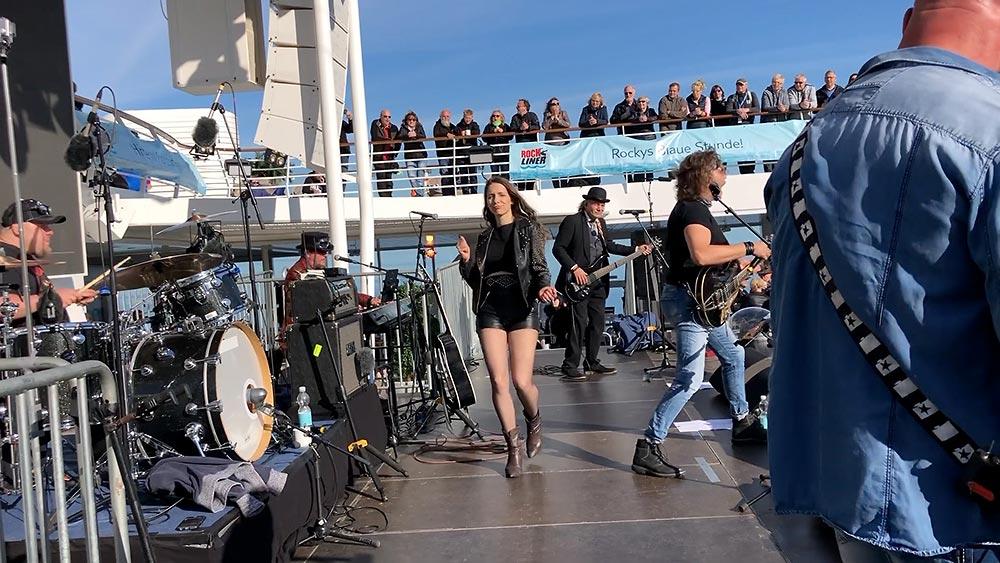 Die Band auf der Rockliner-Bühne, Mein Schiff