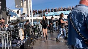 Band auf einem Stadtfest mit Publikum